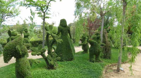 el bosque encantado muestra de arte topiario